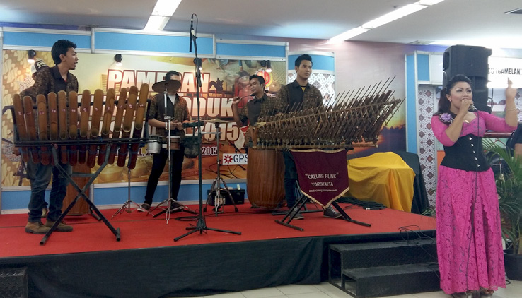 Calung Funk Performing With A Female Singer At Galeria Mall, Yogyakarta, 25 10 15