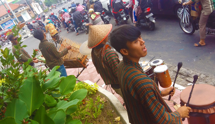Satria Jogja Performing At A Traffic Light Intersection, Yogyakarta, 21 11 15
