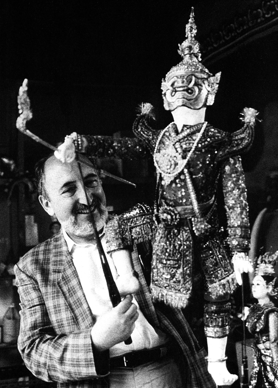 Pasqualino At A Puppeter's Home In Bangkok (1990)