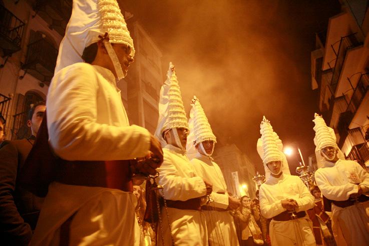 FIGURA-4-Sguardi-tra-incensarios-durante-l'esecuzione-delle-sátiras-(Loja-28-marzo-2013-foto-Vinci)