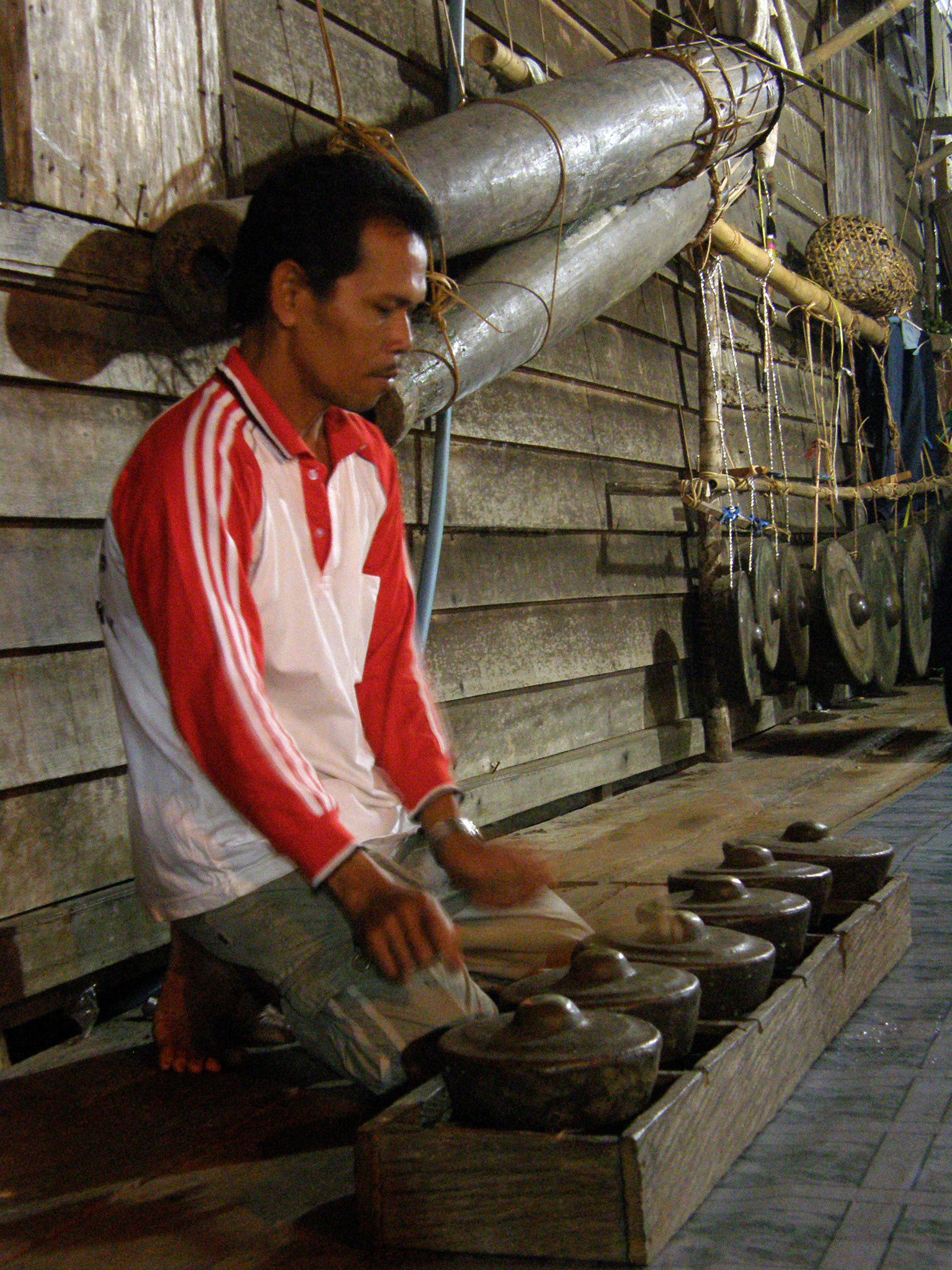 FIGURE-4---A-player-of-the-kentangan-kettles.-In-the-background-gimbar-drums-and-gningt-gongs-can-be-seen-photo-Della-Ratta
