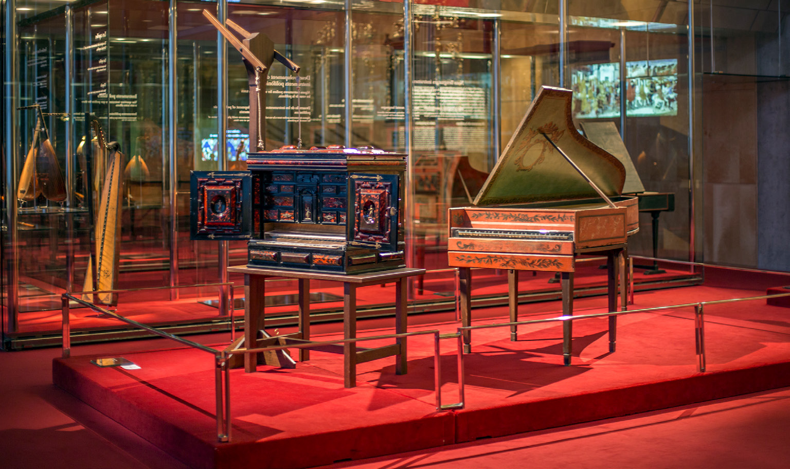 FIGURE-5-Claviorgan-by-Lorenz-Hauslaib-(c.-1600)-and-harpsichord-by-Carl-Conrad-Fleischer-(Hamburg,-1720,-photo-Guastevì
