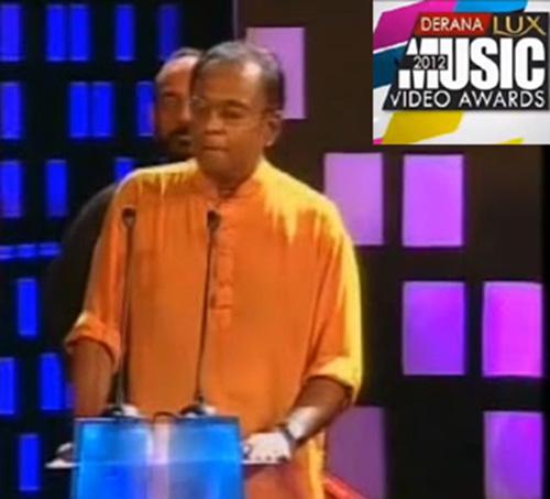 FIGURE-2-Somarathna-Disanayake-criticizes-the-Derena-Music-Video-Awards-in-2012.