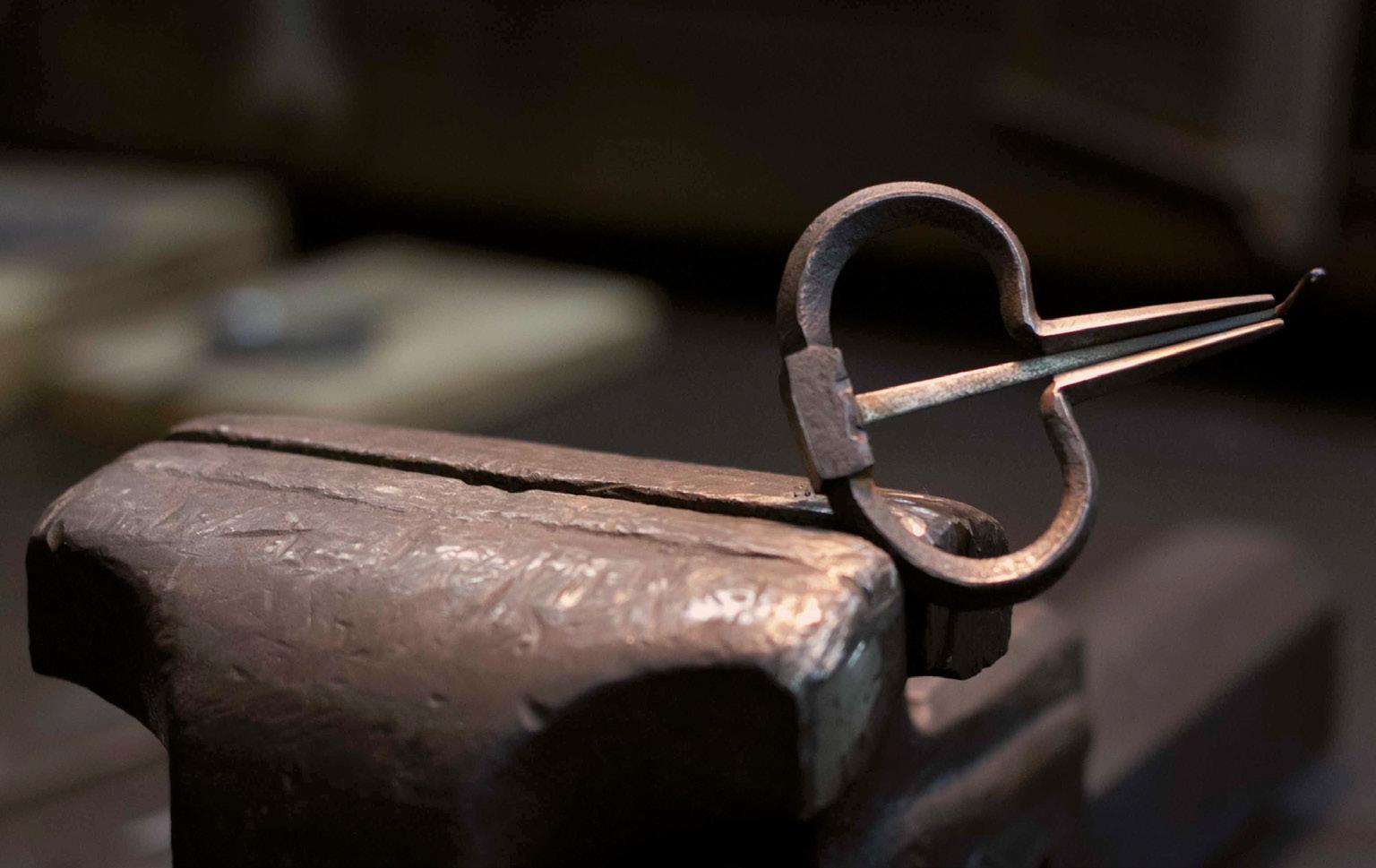FIGURE-23.-Jew's-harp-made-by-Carmelo-Buscema-(photo-R.-Purpura)