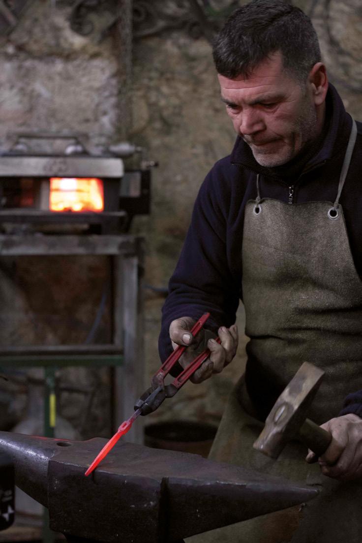 FIGURES-21.-The-maker-Carmelo-Buscema-in-his-workshop-in-Monterosso-Almo-(photo-R.-Purpura)