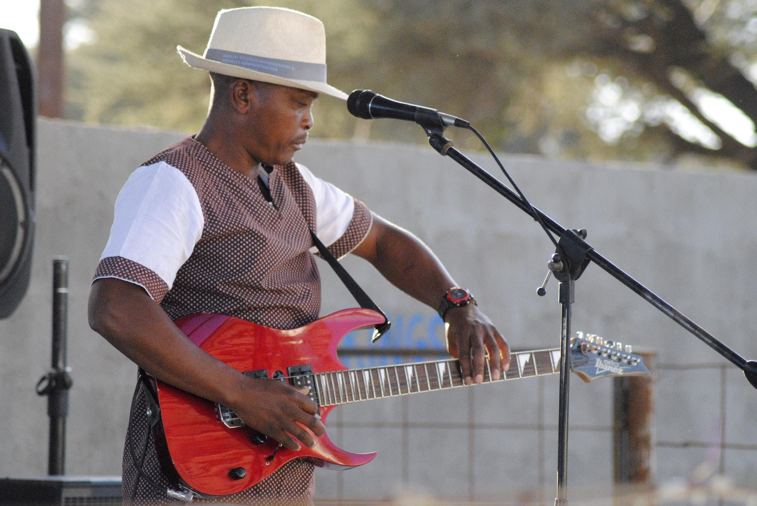 FIGURE 13. Solly Sebotso performing at Kings Garden Bar (Kweneng, 30th June 2019_photo S. Montaquila)
