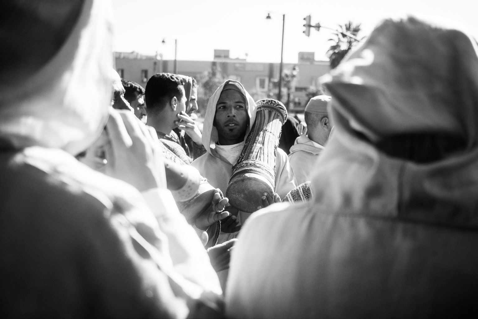 FIGURE 3. A member of the h. amādša confraternity playing a harrāz in Marrakech, during a visit of the king Mohamed VI (December 2016)
