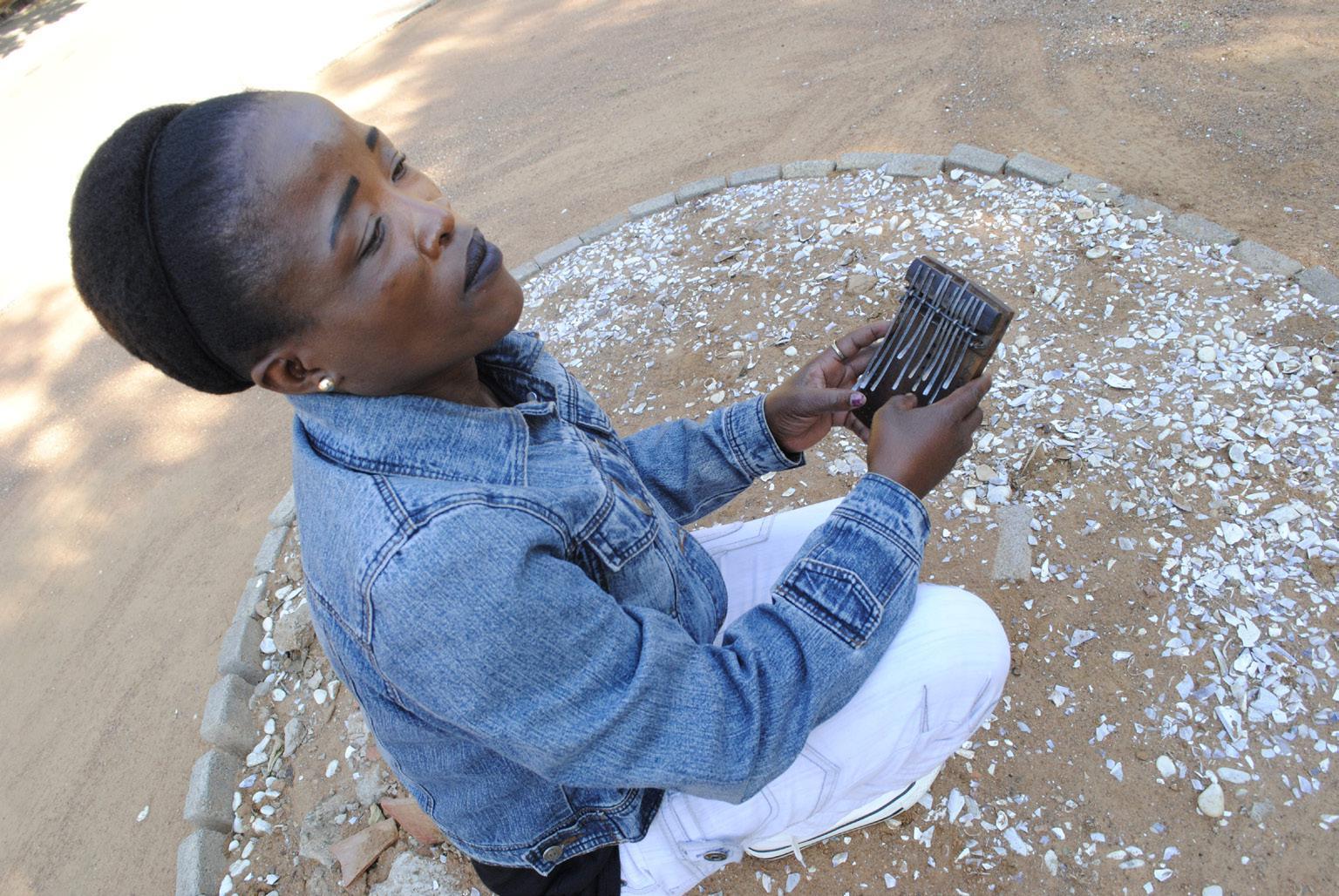 FIGURE 3. Bontshetse Sebako playing her setinkane (Gaborone, 30th June 2018_photo S. Montaquila)