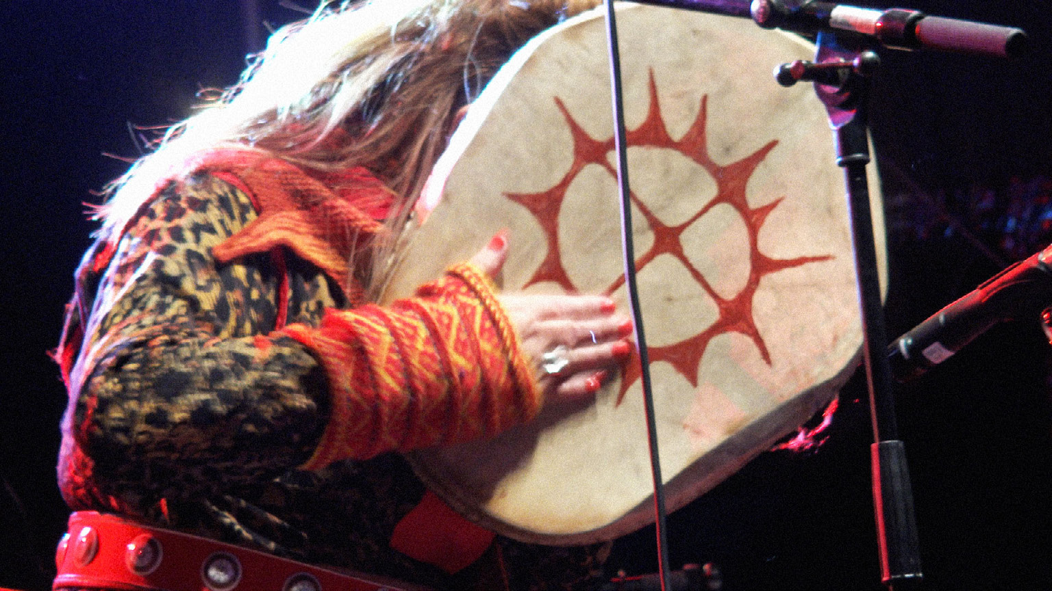 FIGURE 10. Mari Boine's drum and percussive style during the performance of Gula Gula at the Ijahis Idja festival (Inari, 16th August 2019, frame from Video example 2).