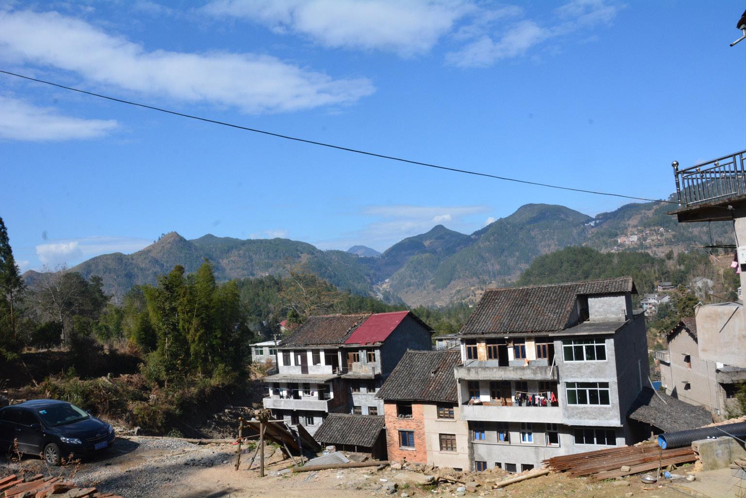 FIGURA 16. Alcuni caseggiati del villaggio di Fu'ao (foto: F. Serratore).
