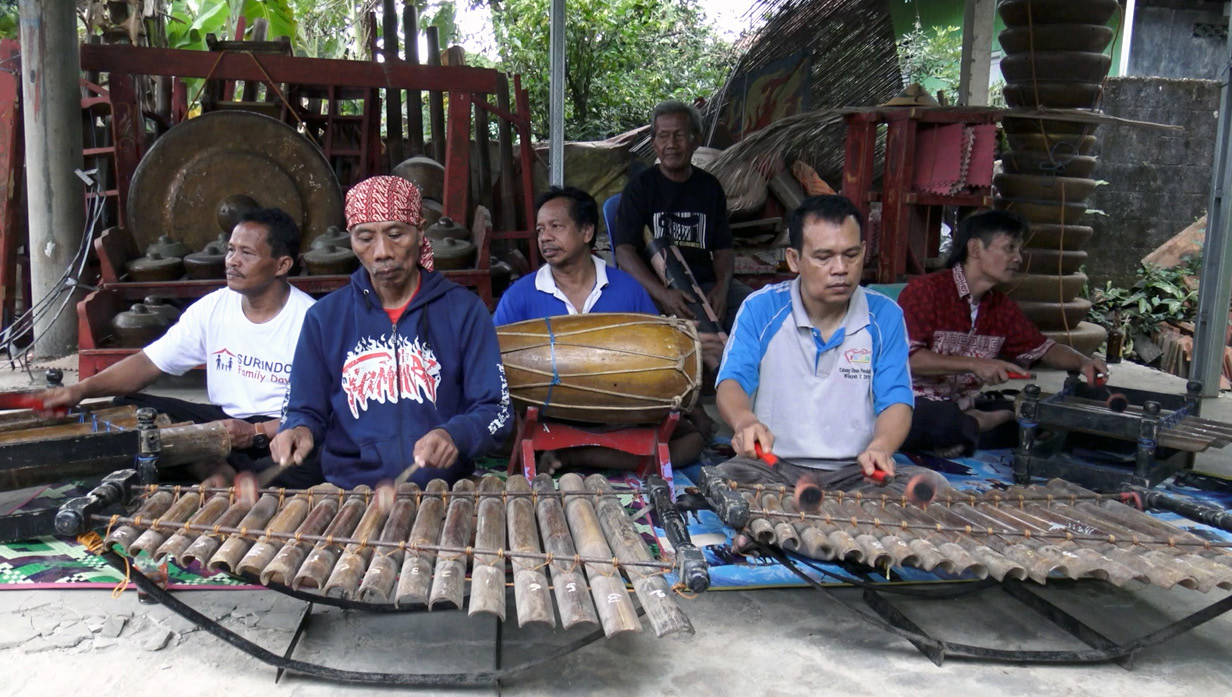 FIGURE 1. Screenshot from Calung Banyumasan: Shaping Bamboo, Sounding Identities showing a performance of the gamelan calung led by Yusmanto.