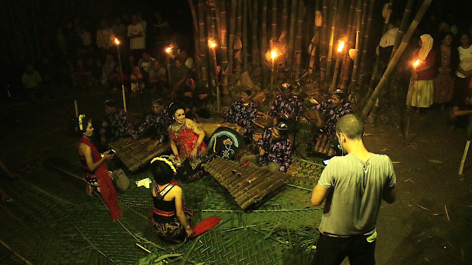 FIGURE 4. The author and the performers during the shooting of the last scene of the film at Kedawung village (Susukan, Banjarnegara), 26th August 2019 (photo: Bayu Prasetya).