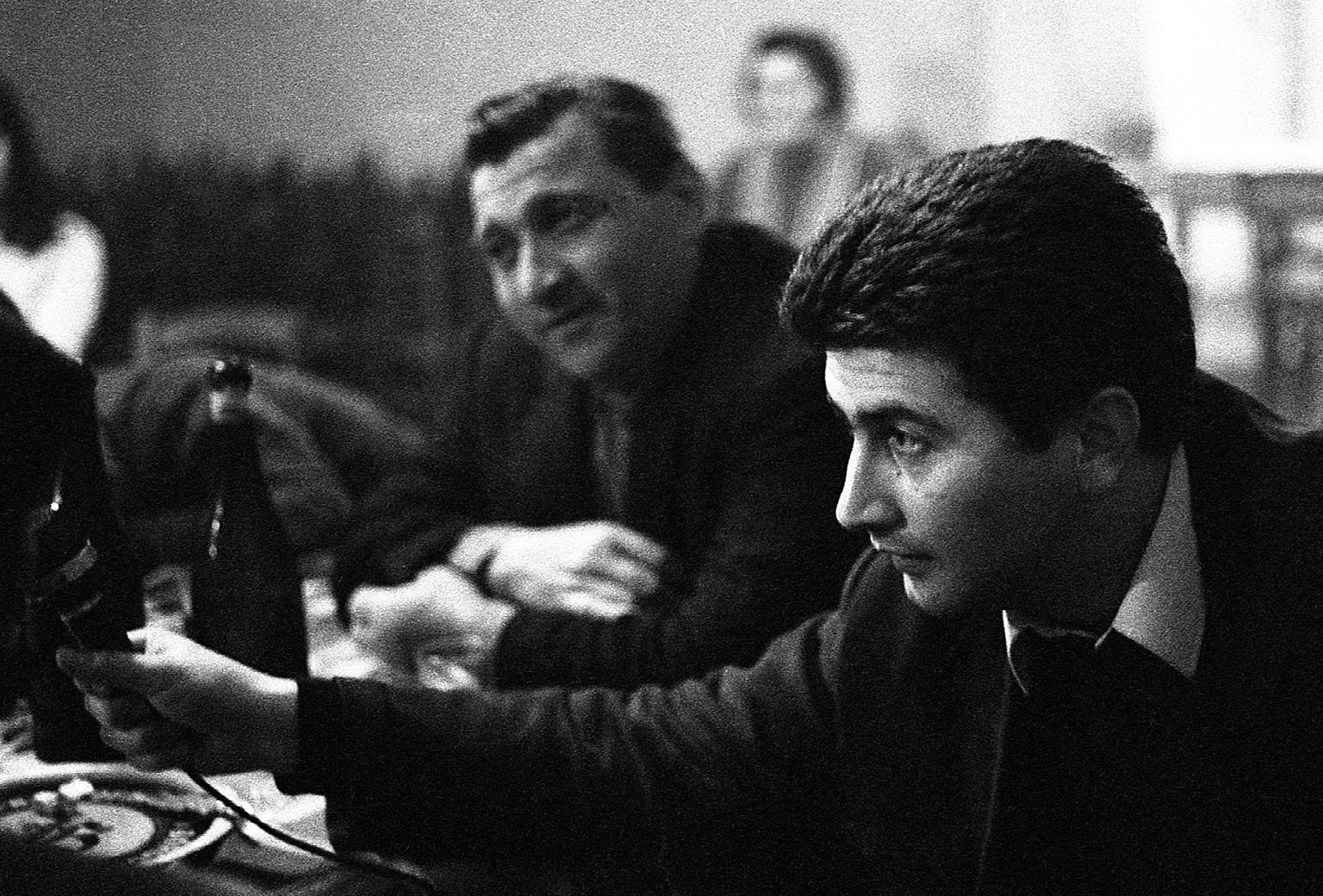 FIGURA 5. Franco Coggiola nella piola di Scurzolengo (AT), 1969 (foto: G. Vergano).